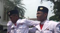 Tangis haru Hersa Widiatmoko Paskibraka mewakili Provinsi Kalimantan Barat usai sukses mengibarkan bendera merah putih (Liputan6.com/Lizsa Egeham)