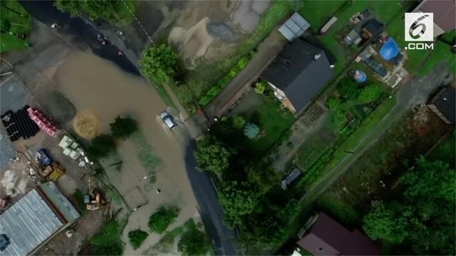 Badai besar di Polandia menyebabkan banjir yang hancurkan jembatan dan kebun buah milik warga.