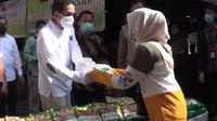 Menteri Perdagangan (Mendag) Agus Suparmanto meninjau operasi pasar gula pasir di Pasar Bogor, Kota Bogor. Liputan6.com/Sudarno