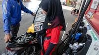 Bensin dengan kadar Ron 90 ini akan mulai dijual di beberapa SPBU pada 24 Juli 2015, Jakarta, Rabu (22/7/2015). Peluncuran Pertalite untuk memberikan varian pilihan BBM bagi masyarakat demi menekan konsumsi premium. (Liputan6.com/Faizal Fanani)