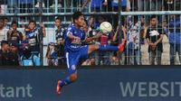 Pemain sayap Arema FC, Nasir pada laga melawan Persita Tangerang, Sabtu (26/1/2019). (Bola.com/Iwan Setiawan)