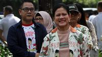 Ibu Negara Iriana Jokowi ikut melepas Gibran berangkat ke Semarang untuk mendaftar Cawalkot Solo di DPD PDIP Jawa Tengah, Kamis (12/12).(Liputan6.com/Fajar Abrori)