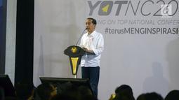 """Presiden Joko Widodo memberi sambutan saat acara """"Young On Top NationalConference (YOTCN) di Balai Kartini, Jakarta, Sabtu (25/8). Acara ini merupakan wadah berbagi pengalaman antara praktisi bisnis dengan para calon pembisnis. (Liputan6.com/Pool/Ist)"""