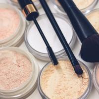 Ilustrasi makeup. Sumber foto: unsplash.comRaphael Lovaski.