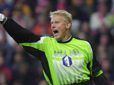 Kemenangan Tim Denmark pada gelaran Piala Eropa 1992 tak lepas dari jasa Peter Schmeichel yang berhasil mematahkan pinalti Marco Van Basten dan memaksa Tim Belanda Bertekuk lutut pada babak adu pinalti di semi final. (AFP/SCANPIX DENMARK/Morten Juhl)