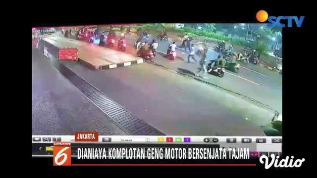 Seorang remaja yang hendak ke panti asuhan untuk sahur on the road tewas dianiaya geng motor di kawasan Jalan Dokter Satrio, Jakarta Selatan.