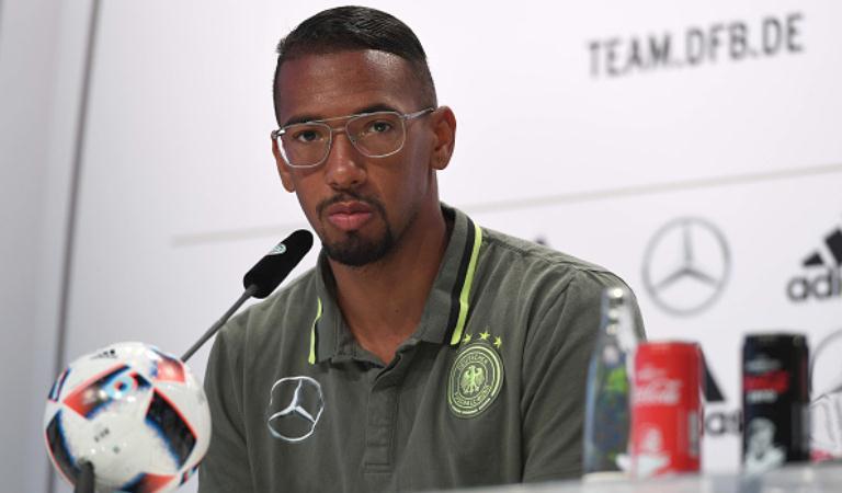 Bek Bayern Munchen asal Jerman, Jerome Boateng. (AFP/Patrik Stollarz)