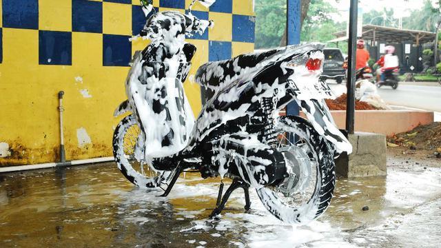 Jangan Gunakan Detergen buat Cuci Motor, Ini Alasannya - Otomotif ...