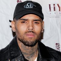 Mengingat sejarah pernah memukul Rihanna, potret Chris Brown kali ini tak terlihat baik untuk dirinya. (People)