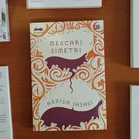 Novel Mencari Simetri./Copyright Endah