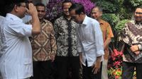 Mengakhiri pertemuan, Prabowo memberikan hormat militer yang dibalas anggukan oleh Jokowi, Jakarta, (17/10/14). (Liputan6.com/Herman Zakharia)