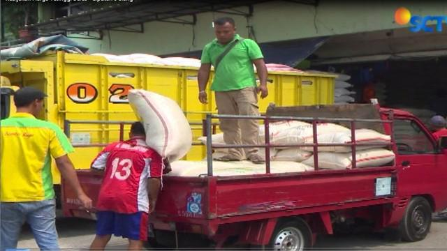 Dari pedagang, cenderung sepakat dengan adanya kebijakan ini. Karena akan menjaga harga beras. Dari sisi konsumen, banyak yang keberatan.