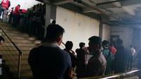 Kepolisian menyisir lokasi kejadian untuk mencari sisa tubuh korban mutilasi di Pasar Besar Malang (Liputan6.com/Zainul Arifin)