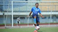 Striker Persib Bandung, Ezra Walian. (Bola.com/Erwin Snaz)