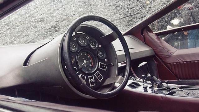 Lingkar kemudi Maserati Boomerang