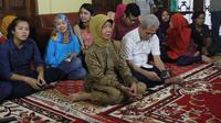 Ibunda Jokowi, Sudjiatmi Notomihardjo diperbolehkan pulang dari RS Kasih Ibu, Surakarta, Rabu (19/7/2017)/ (Liputan6.com/Fajar Abrori)