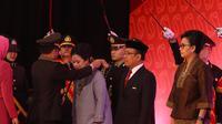 Menteri Koordinator Bidang Pembangunan Manusia dan Kebudayaan (Menko PMK) Puan Maharani menerima Tanda Kehormatan Bintang Bhayangkara Utama dari Presiden Republik Indonesia Joko Widodo
