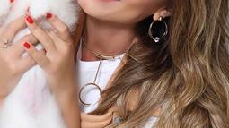 1. Nicole Bahls - Neymar Jr sempat dikabarkan memiliki hubungan khusus dengan presenter TV tersebut. Dalam acara TV, Nicole sempat mengaku memiliki perasaan  dengan bintang termahal dunia tersebut pada tahun 2011. (Instagram)