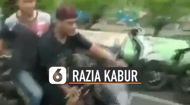 Dua pria pengendara motor kabur saat razia tertib masker yang dilakukan oleh anggota polisi dan satpol pp.