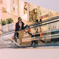 Belanja dengan uang hasil kerja sendiri./Copyright pexels.com/@freestocks