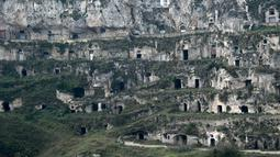 Pemukiman troglodyte di Kota Matera, Italia, 19 Oktober 2018. Kota cantik ini dikenal sebagai 'la Citta Sotterranea' atau 'Kota Bawah Tanah'. (Filippo MONTEFORTE/AFP)