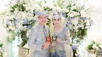 Pernikahan Adly Fairuz dan Angbeen Rishi. (Sumber: Instagram/@vanillalatte.photo)
