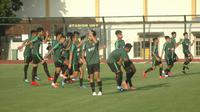 Sesi latihan Timnas U-23 di Stadion Universitas Negeri Yogyakarta (UNY), Sleman, Rabu (29/5/2019). (Bola.com/Vincentius Atmaja)