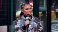 Agnez Mo melontarkan pernyataan kontroversial saat tampil di Build Series pada 22 November 2019. (dok. Youtube Build Series/Dinny Mutiah)