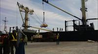 Terminal pelabuhan Manyar di kawasan JIIPE dikelola oleh PT Berlian Manyar Sejahtera.