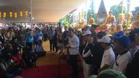 Menpora Imam Nahrawi memberi sambutan pada perayaan Waisak di Candi Mendut, Selasa (29/5/2018). (Liputan6.com/Harley Ikhsan)