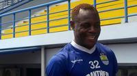 Bek Persib, Victor Igbonefo. (Bola.com/Erwin Snaz)