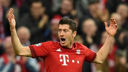 Pemain Bayern Munich, Robert Lewandowski  berada di urutan kedua top skor Liga Champions dengan total 7 gol. (AFP Photo/Christof Stache)
