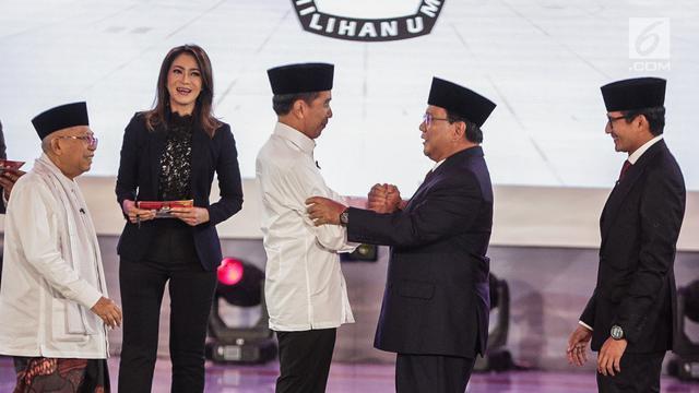 Peluk Hangat Jokowi - Prabowo Akhiri Debat Perdana Pilpres 2019