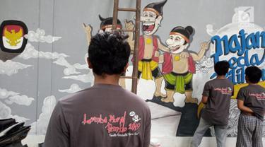 Sejumlah orang membuat lukisan mural di Kawasan TBRS Semarang, Minggu, (3/3). Acara yang diadakan oleh KPU Jateng ini adalah sosialisasi ajakan mencoblos pemilu saat april mendatang. (Liputan6.com/Gholib)
