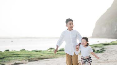 Keluarga Ruben Onsu semakin bahagia dan lengkap dengan kehadiran Betran Peto. Penyanyi cilik yang sudah dianggap anak sendiri oleh Ruben Onsu dan keluarga. (Liputan6.com/IG/thaliaputrionsu)