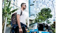 Jakarta dikenal sebagai kota yang 'keras'. Apa yang dibutuhkan para perantau supaya dapat bertahan hidup di Jakarta?