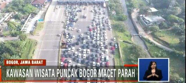 Libur Lebaran kali ini, ribuan kendaraan terjebak kemacetan hingga sepanjang 15 kilometer di jalur Puncak.