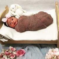 Rona bahagia Nabila Syakieb dan suami, Reshwara Argya Radinal, pastinya masih sangat terasa setelah lahirnya putri pertama mereka, Raqeema Ruby Radinal. Baru sehari lahir, bayi mungil ini sudah jadi idola. (Instagram/arthayasastables)