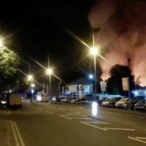 Kebakaran besar terjadi di sebuah pabrik di Rochdale, Inggris pada 13 Agustus, yang memaksa evakuasi puluhan warga.