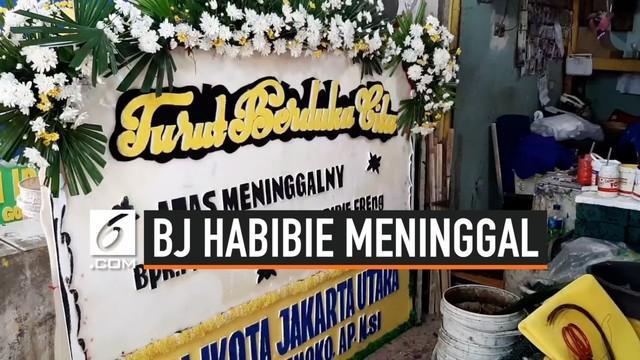 Meninggalnya presiden ke-3 BJ Habiie membawa berkah bagi pengerajin karangan  bunga duka cita di Pasar Kembang Cikini. Pesanan karangan bunga dari Kolega dan pejabat terus mengalir, mereka harus bekerja ekstra untuk memenuhi pesanan.