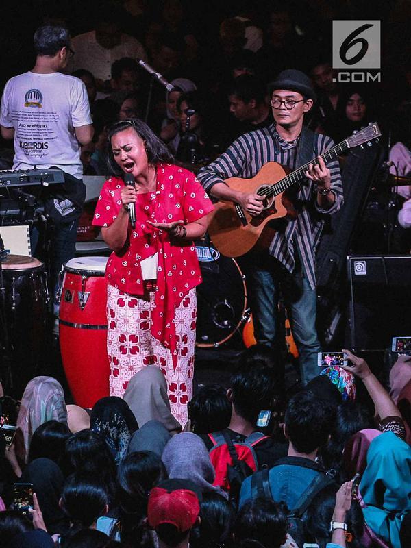 Musisi Tanah Air, Bonita membawakan lagu pada acara musik amal bertajuk