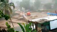 Objek wisata Curug Sawer Manglid di Kampung Manglid, Desa Cidahu, Kecamatan Cidahu, Kabupaten Sukabumi dihantam banjir bandang pada Senin (21/9/2020) sore.