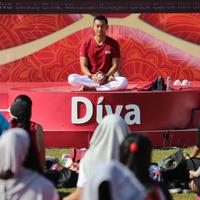 Yoga memiliki banyak manfaaat untuk kesehatan tubuh. Yoga yang banyak digemari oleh kaum hawa itu juga di yakini bisa menjaga kecantikan bagi wanita. (Adrian Putra/Bintang.com)