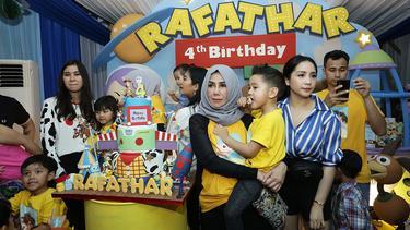 [Fimela] Ultah Rafathar Anak Raffi Ahmad-Gigi