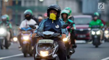 Kualitas Udara Jakarta Buruk, Warga Beraktivitas Pakai Masker