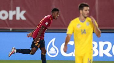 Pemain Spanyol, Ansu Fati, melakukan selebrasi usai mencetak gol ke gawang Ukraina pada laga UEFA Nations League Estadio Alfredo Di Stefano, Senin (7/9/2020). Spanyol menang 4-0 atas Ukraina. (AP Photo/Bernat Armangue)
