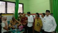 Presiden Joko Widodo atau Jokowi menyambangi RSUD Kota Cilegon, Serang, Banten, Jumat (6/12/2019). (Liputan6.com/Lizsa Egeham)