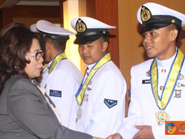 Citizen6, Surabaya: Komandan Kodikdukum mengucapkan selamat kepada seluruh peserta didik yang telah berhasil menyelesaikan studi di Sekesal. (Pengirim: Kobangdikal).