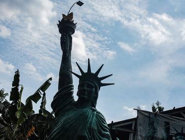 Perajin Patung Raksasa di Tangerang Selatan