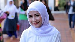 """Justru kalo aku tafsir itu sangat penting daripada kita sekedar baca tapi nggak tau artinya. Karena di Al Quran itu yang paling menyentuh itu tafsirnya,"" ujarnya masjid Istiqlal, Jakarta Pusat, Senin (4/6/2018). (Deki Prayoga/Bintang.com)"